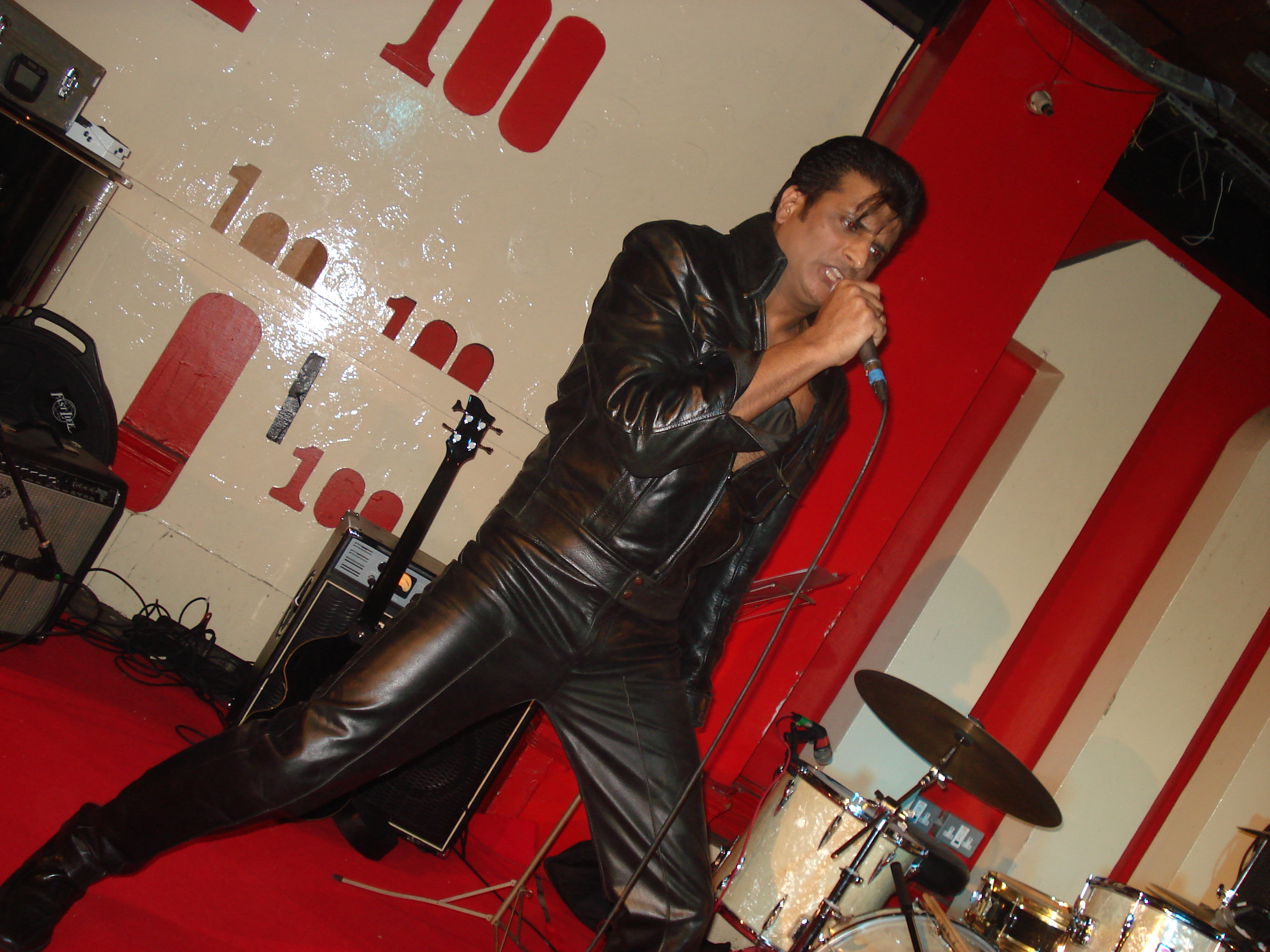 Onstage at the 100 Club Oxford St London 2010 (4)